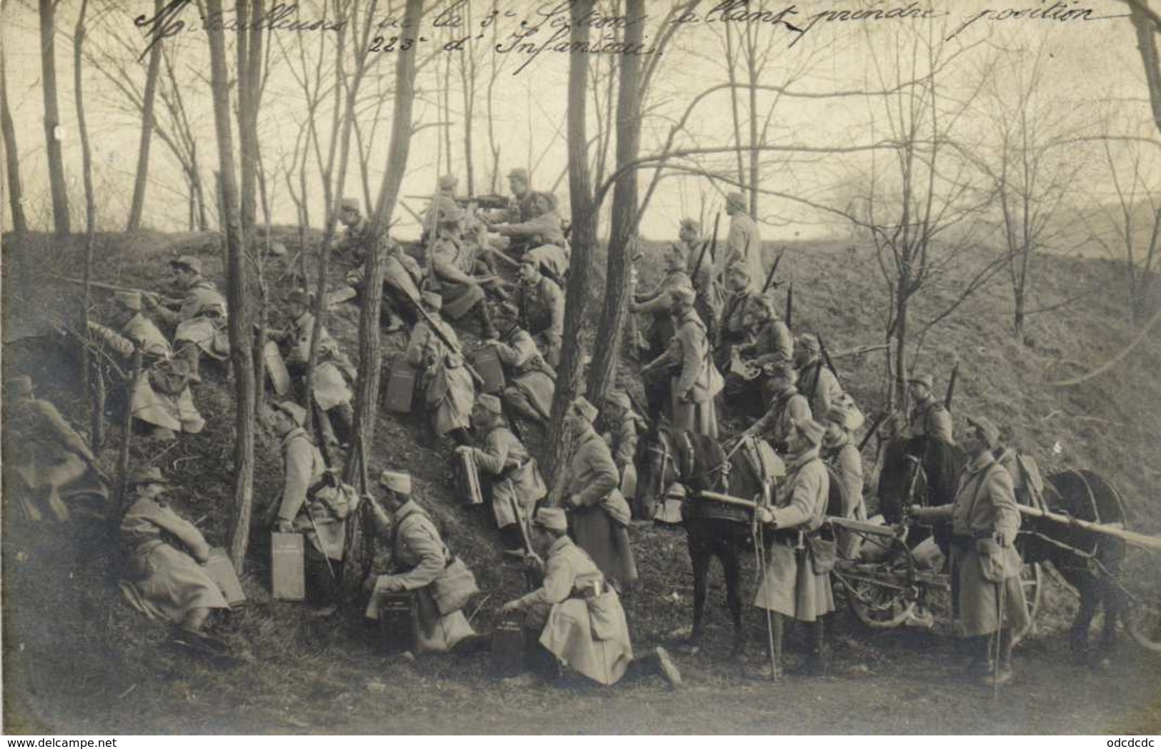 Carte Photo  Militaria 220e Reg D'Infanterie 3e Section Allant Prendre Position RV - Photographie