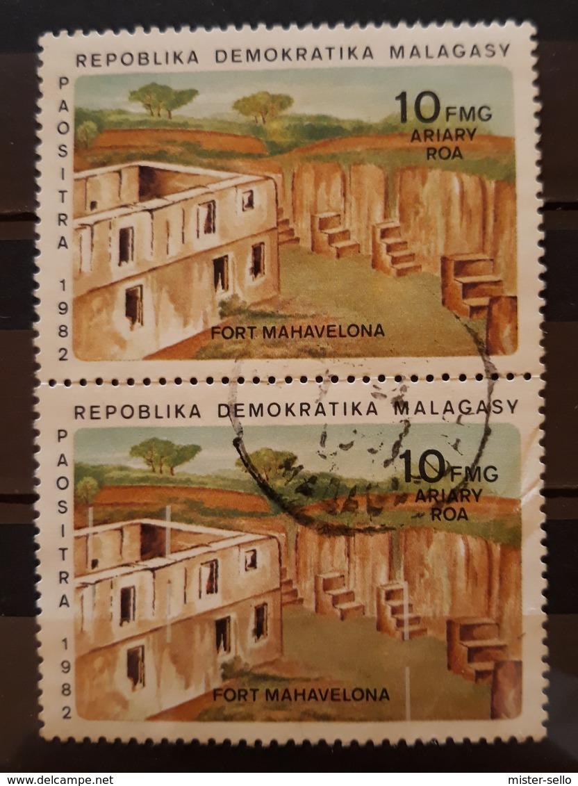 MADAGASCAR 1982. 5 ERRORES EN EL SEGUNDO SELLO. PRECIOSA VARIEDAD EN PAREJA. USADO - USED. - Madagascar (1960-...)