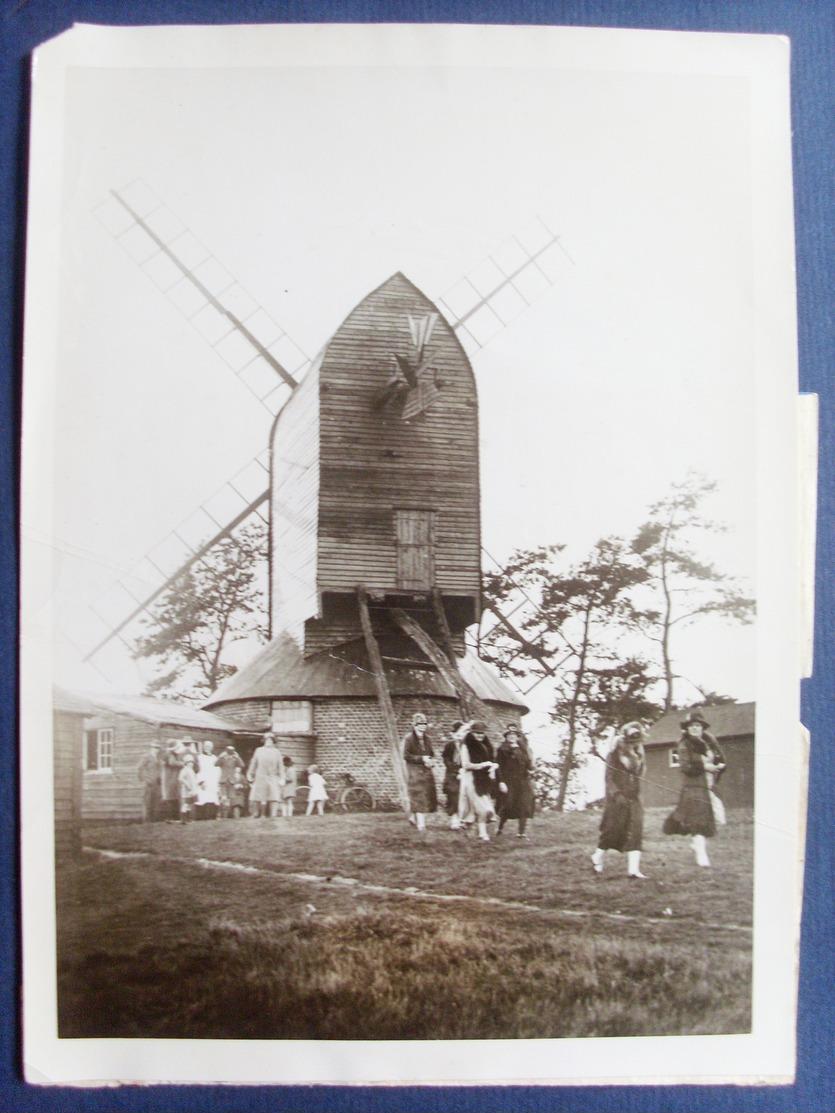 Royaume Uni, Reigate,surrey ,photo Church In A Windmill....dim...18 Cm Par 13 Cm - Places