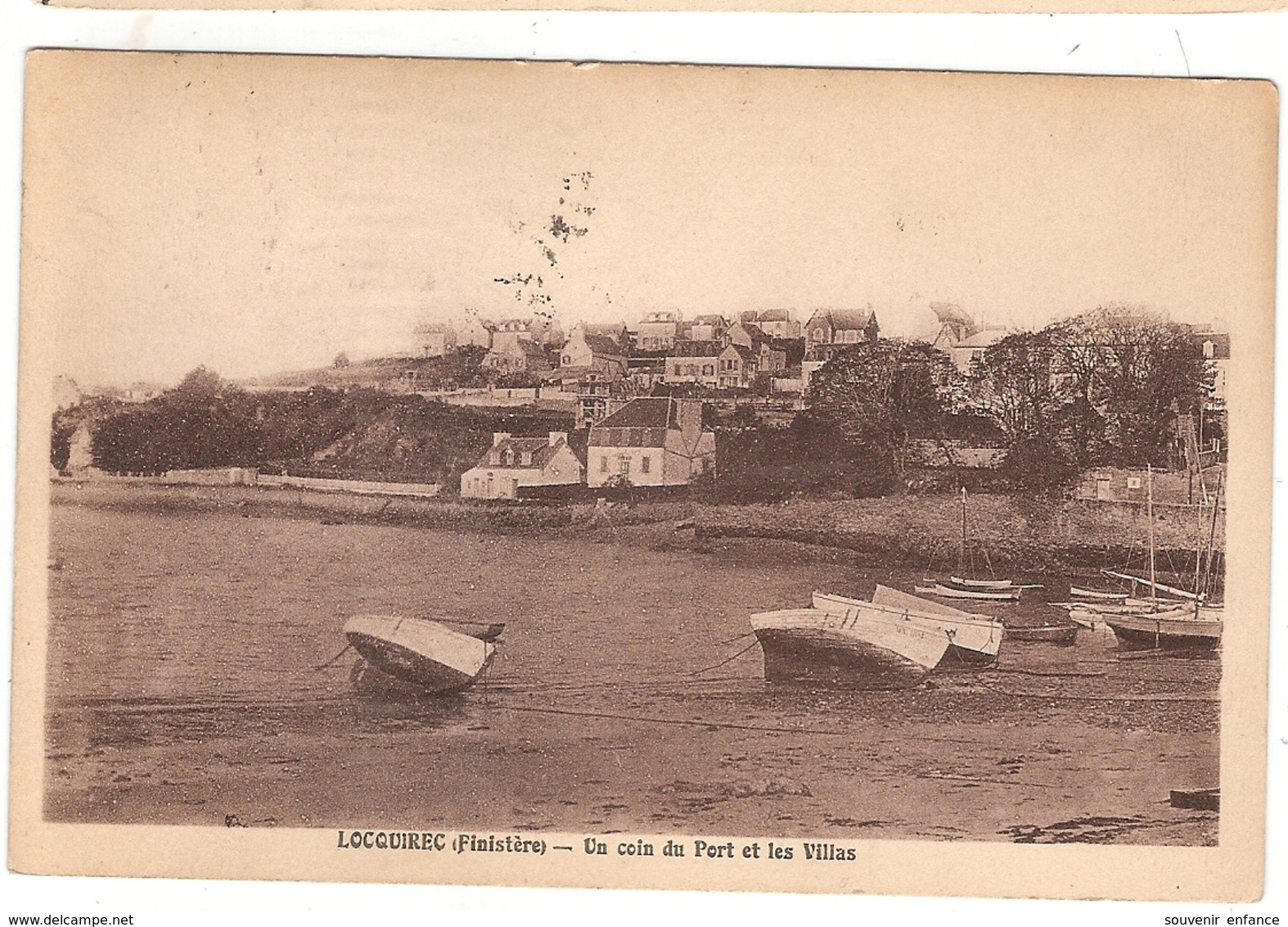 CPA Locquirec Un Coin Du Port Et Les Villas 29 Finistère - Locquirec