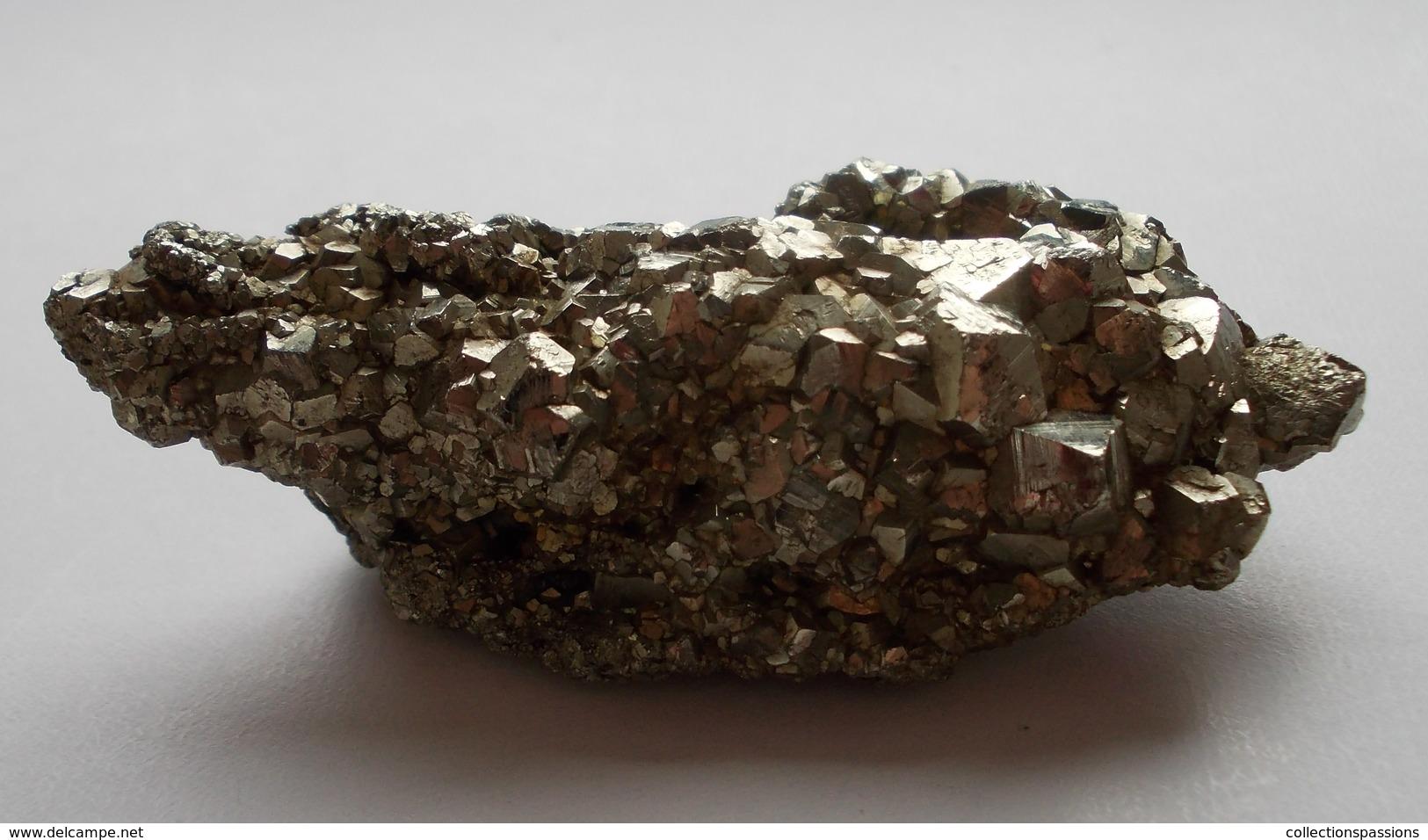 - Pyrite De Fer - 79g - - Minerals