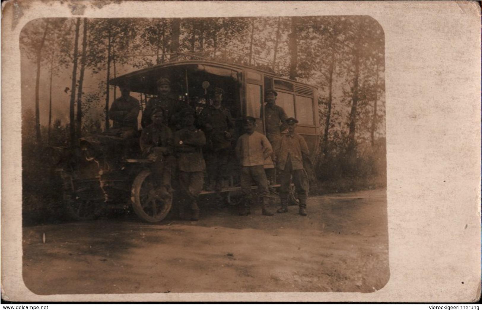 ! CPA Photo, Echtfoto 1.Weltkrieg, Autobus, Postbus, Automobil, Militaria, MILITAIRE Guerre 1914-1918 - Guerra 1914-18