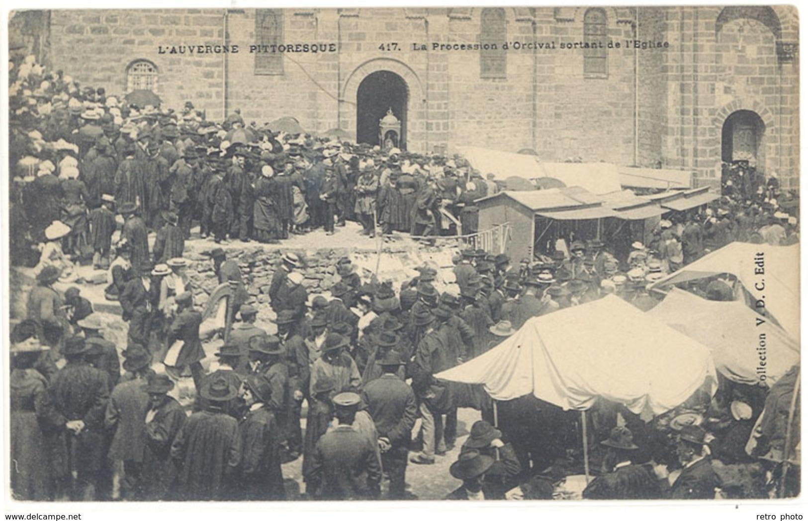 Cpa La Procession D'Orcival Sortant De L'église    ( S. 2787 ) - France