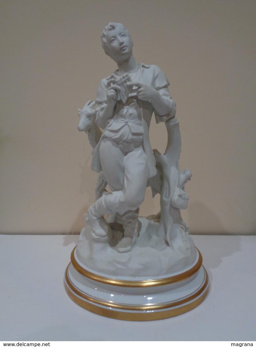 Figura En Porcelana Biscuit De Un Pastor Con Una Cabra. Marca Española BIDASOA. - Otros