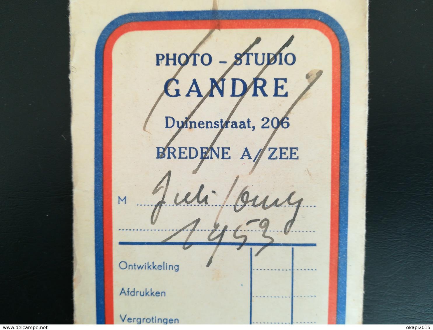 Deux  Pochettes Contenant Négatifs Pour 60 Photos En Noir -  Blanc Dont 34 Pour Voyage à Oury France En 1953 - Matériel & Accessoires
