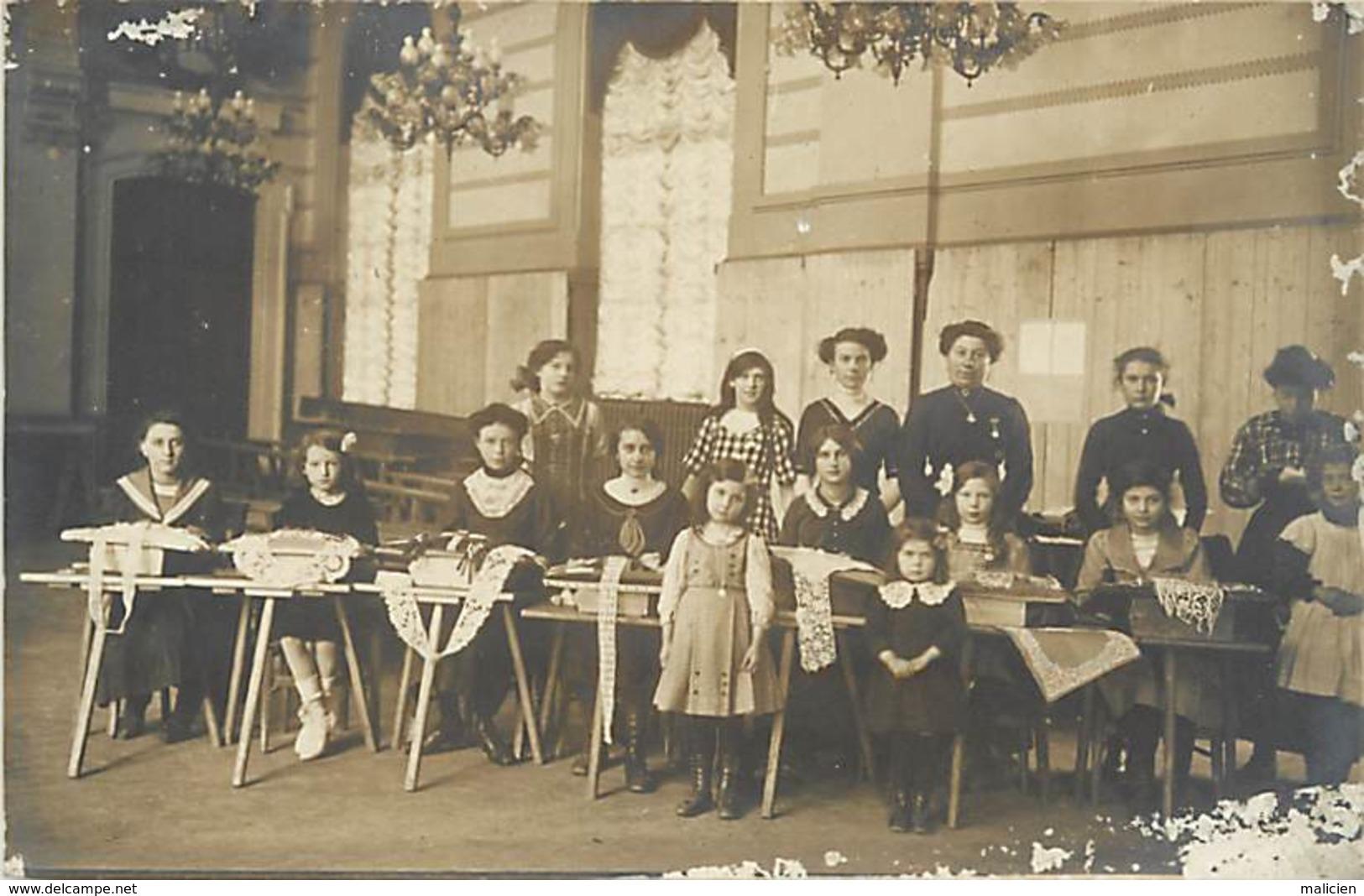 - Thèmes -ref-A516- Carte Photo Non Situee - Ecole De Dentellerie - Dentellieres - Dentelliere  - Dentelles - - Cartes Postales