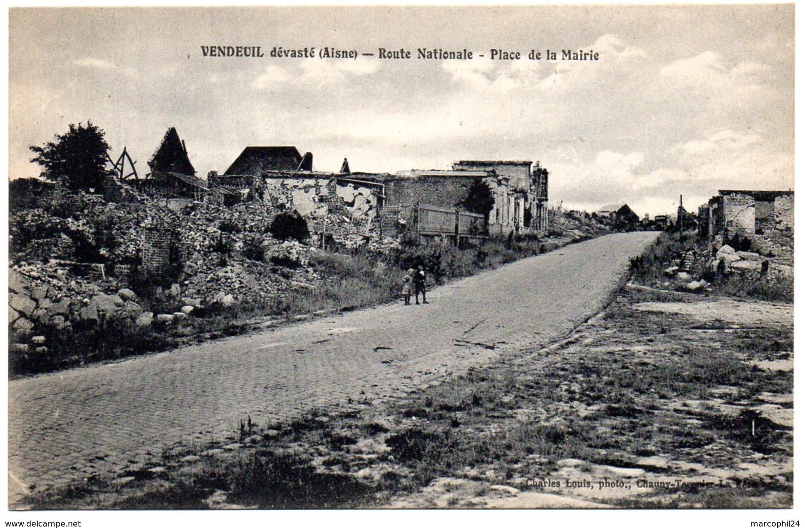 AISNE - Dépt N° 02 = VENDEUIL Dévasté = CPA NEUVE  SUPERBE = CHARLES LOUIS = La Place De La Mairie - Other Municipalities