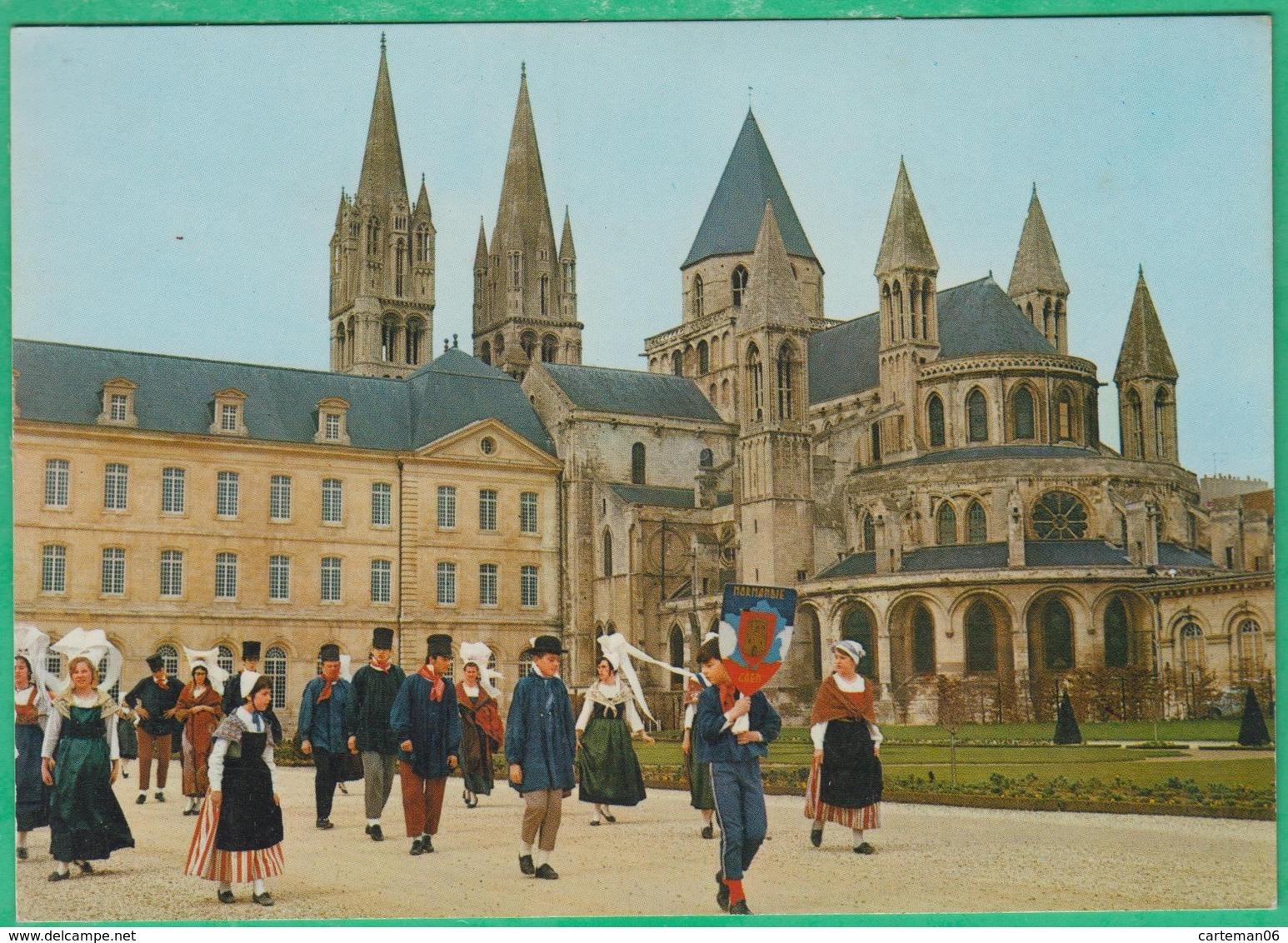 14 - Caen - Groupe Blaudes Et Coëffes Devant L'abbaye Aux Hommes - Editeur: Le Goubey N°30 (blason) - Caen