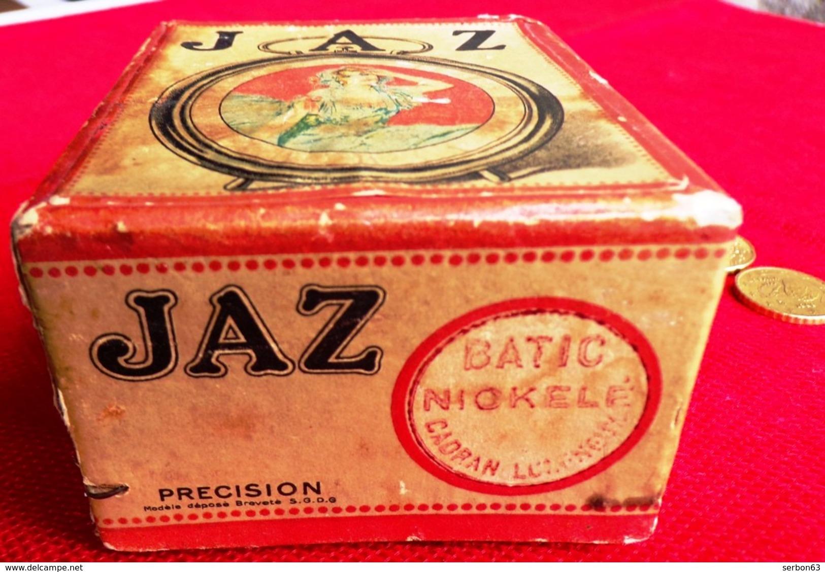 JAZ BATIC NICKELÉ CADRAN LUMINEUX BOITE CARTONNÉE TRÈS USAGÉE PUBLICITAIRE VIDE PUBLICITÉ ROUSSELOT HORLOGER - Serbon63 - Boites à Tabac Vides