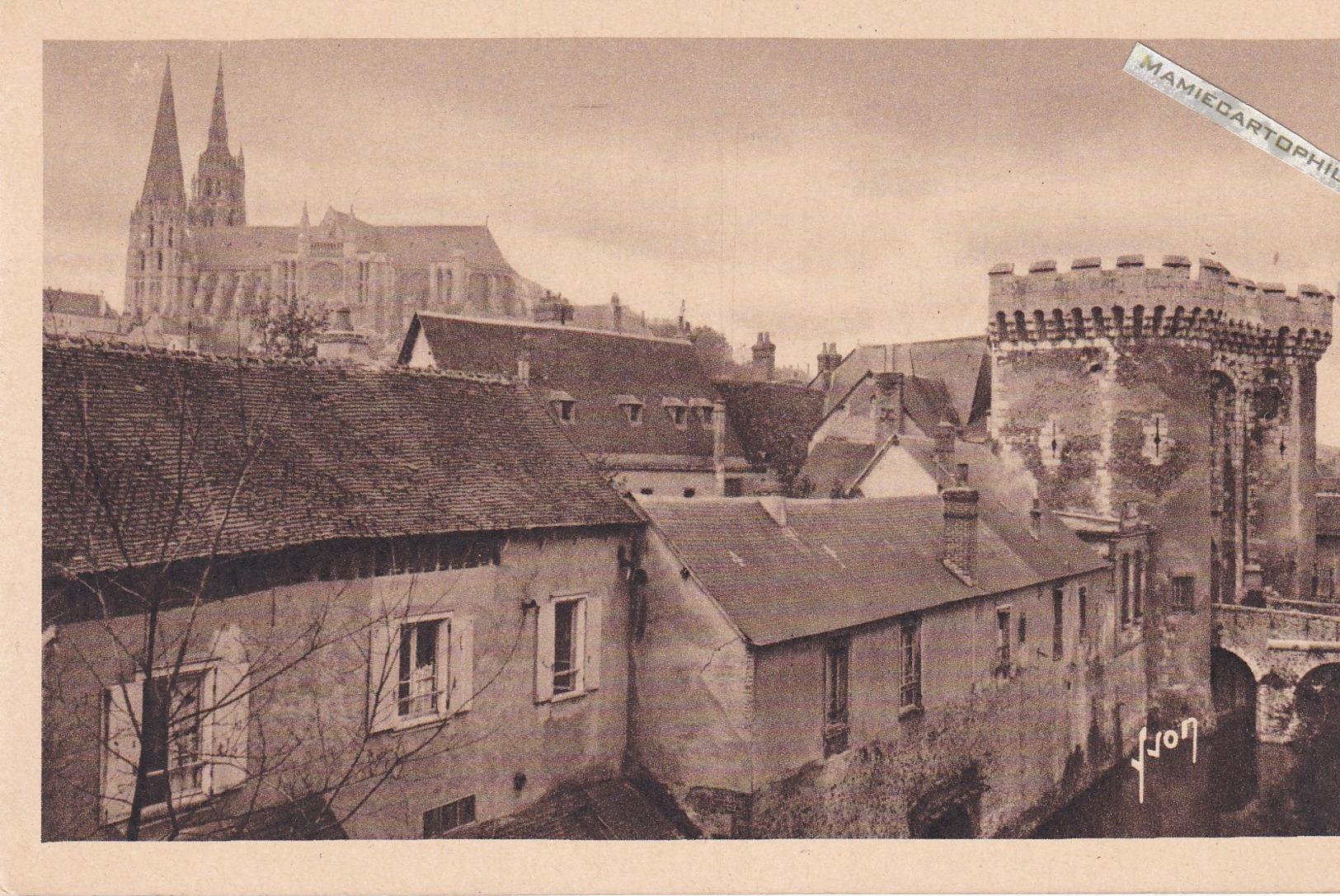 CHARTRES - Dépt 28 - La Porte Guillaume Et La Cathédrale - Chartres
