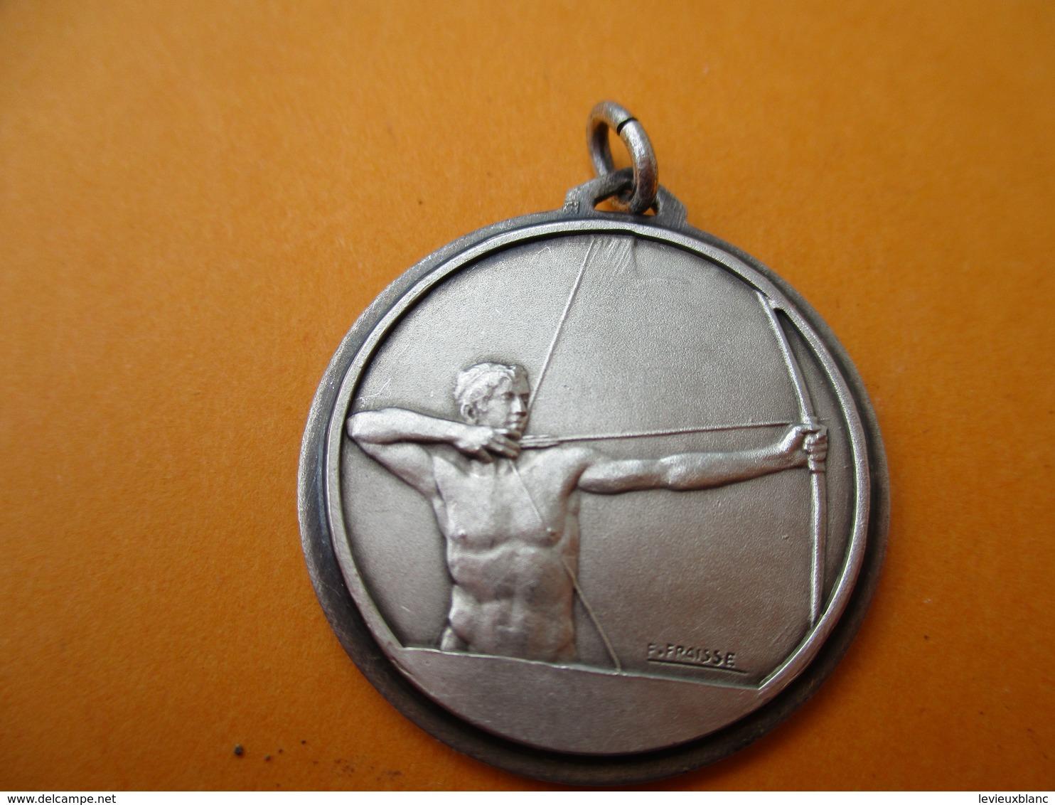 Tir à L'ARC/Médaillon De Collier/Tireur Arc Bandé/ Bronze Estampé Nickelé/ FRAISSE/ Vers 1970-1980  SPO279 - Tiro Con L'Arco