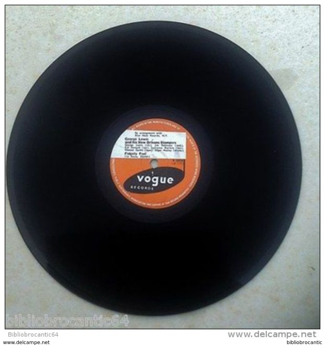 """78 TOURS """" GEORGE LEWIS """" < DAUPHINE STREET BLUES // FIDGETY FEET <  VOGUE V. 2054 - 78 T - Disques Pour Gramophone"""
