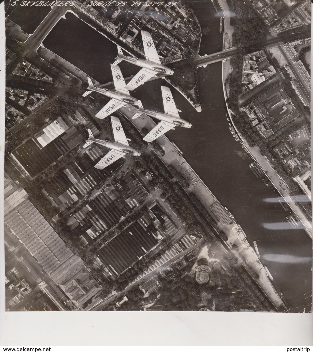 PARIS FRANCE   SKYBLASERS 1951 F86 SABRE  21 * 21 CM US AIRFORCE UNITED STATES AIR FORCE CANADAIR - Lugares