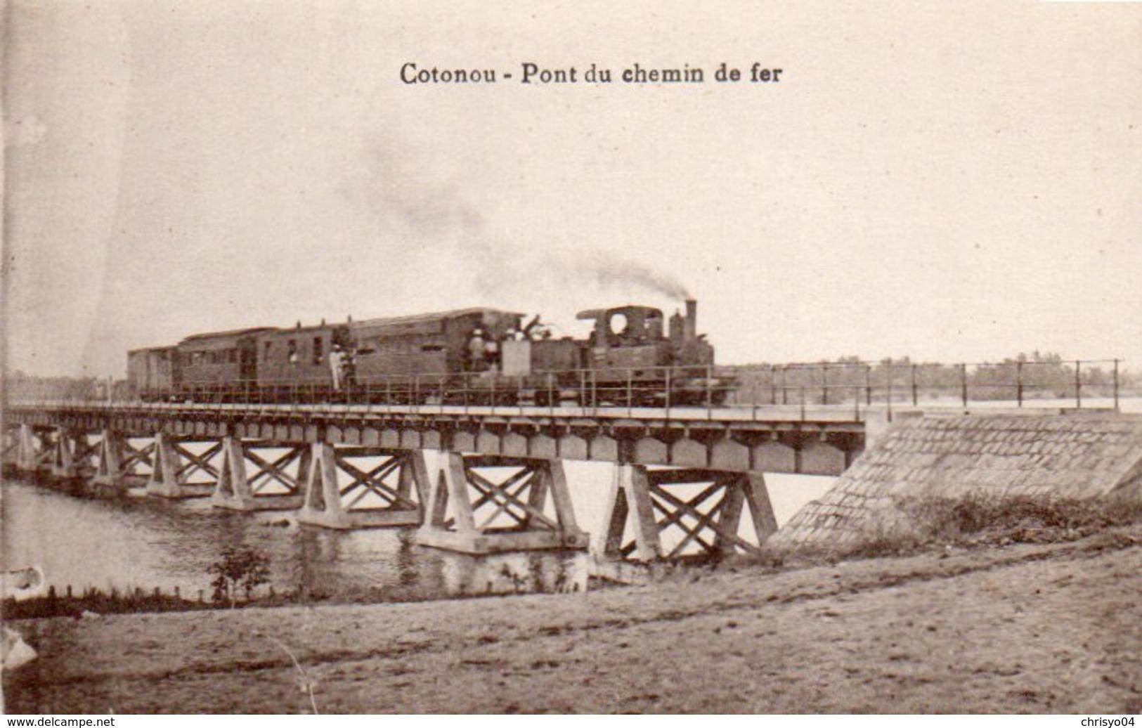 84Vn  Dahomey Cotonou Train Sur Le Pont De Chemin De Fer - Dahomey