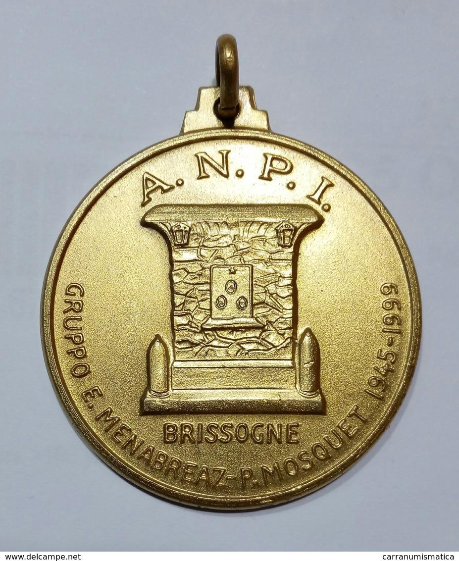 MEDAGLIA A.N.P.I. Valle D' AOSTA - Monumenti Ai Caduti Per La Libertà - Brissogne E St. Marcel (1999) Bronzo / 40mm - Italia