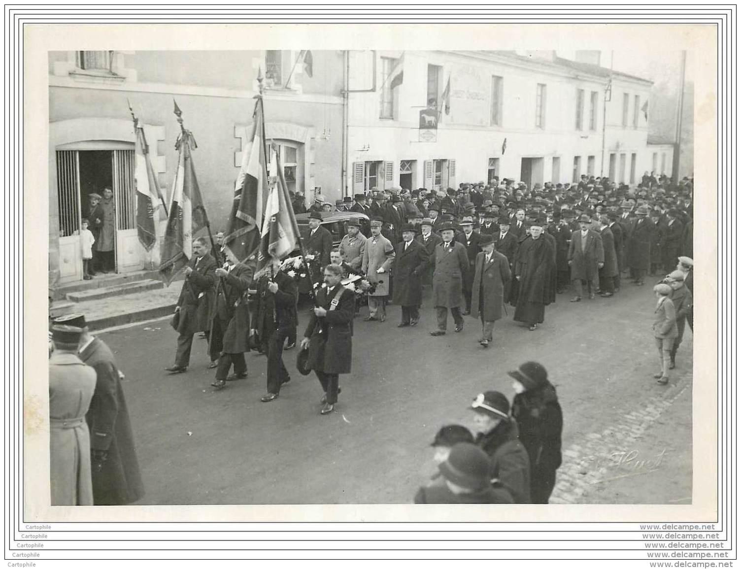 Photo D'un Defile Militaire Dans Une Rue De Haute Goulaine (44) En 1932 - Guerra, Militari
