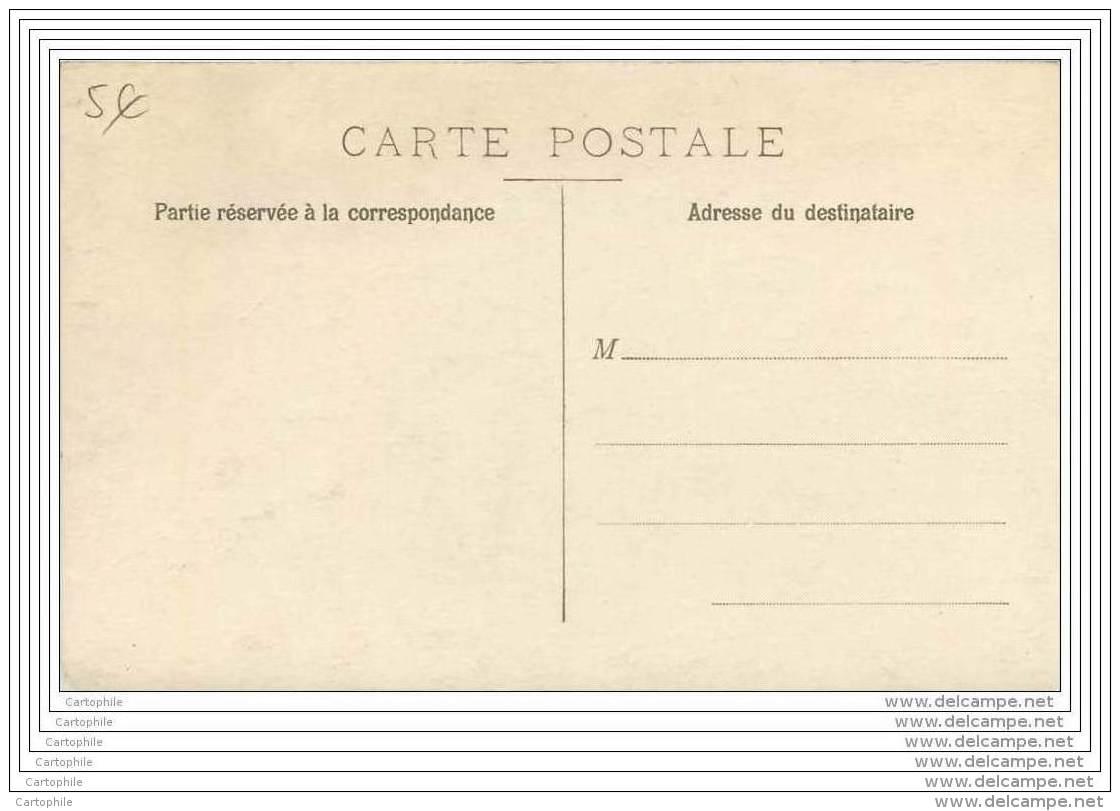 Carte Photo De Grades A Un Repas - Non Situe - Uniforms