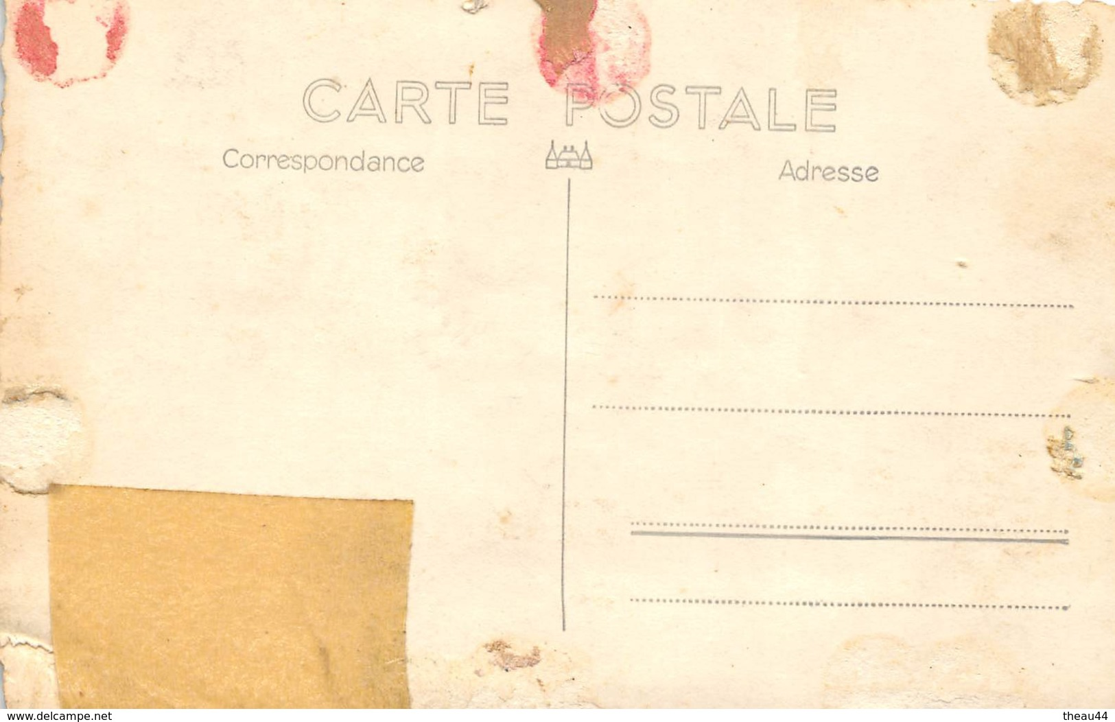 Carte-Photo Non Située D'un Tracteur Dans Une Coure De Ferme Dans Le Département De La Sarthe - Agriculture, Agriculteur - France