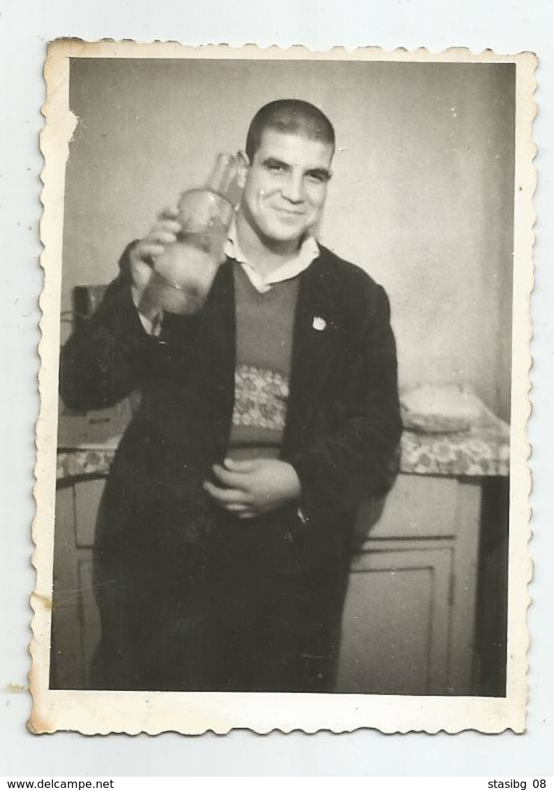 Man Pose For Photo With A Bottle Of Brandy -vf188-64 - Personnes Anonymes