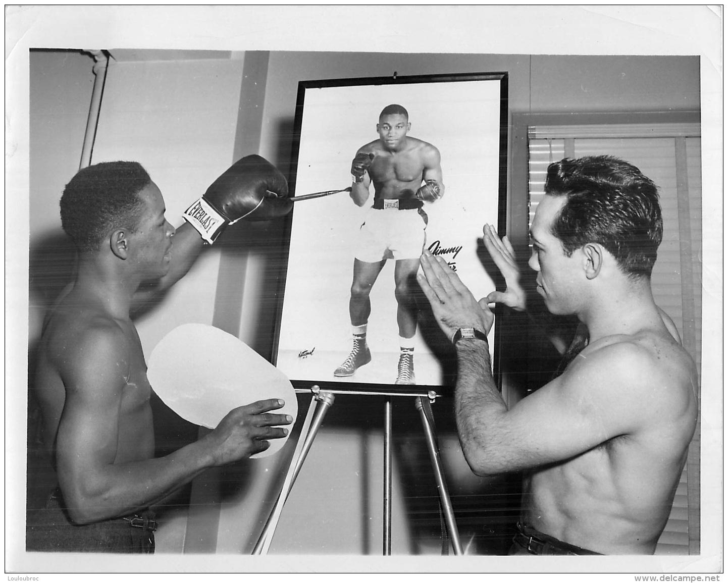 GRANDE PHOTO ORIGINALE   BOXEUR GEORGE ARAUJO 1953 FORMAT 23 X 18 CM - Boxe