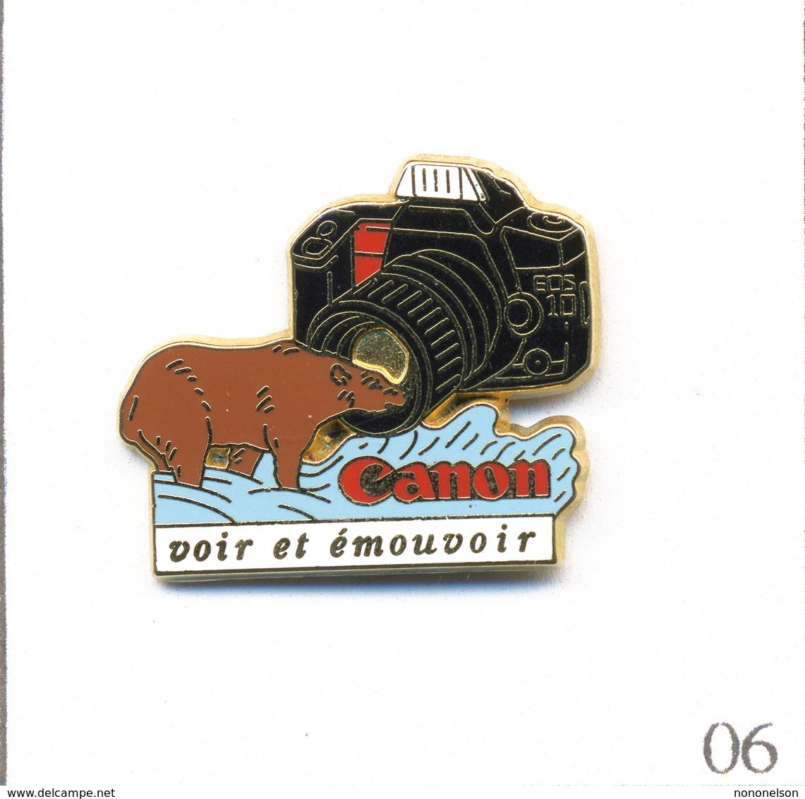 """Pin's Photographie - Canon """"Voir Et émouvoir"""" Avec Appareil Argentique Eos10 Et Ours. Est. AB Paris. T603-06 - Photography"""