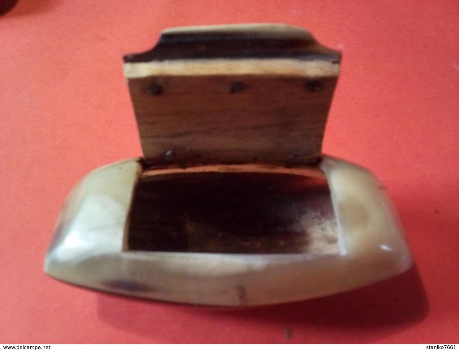 SUPERBE ANCIENNE BOITE A PRISER EN OS à Datée - Boites à Tabac Vides