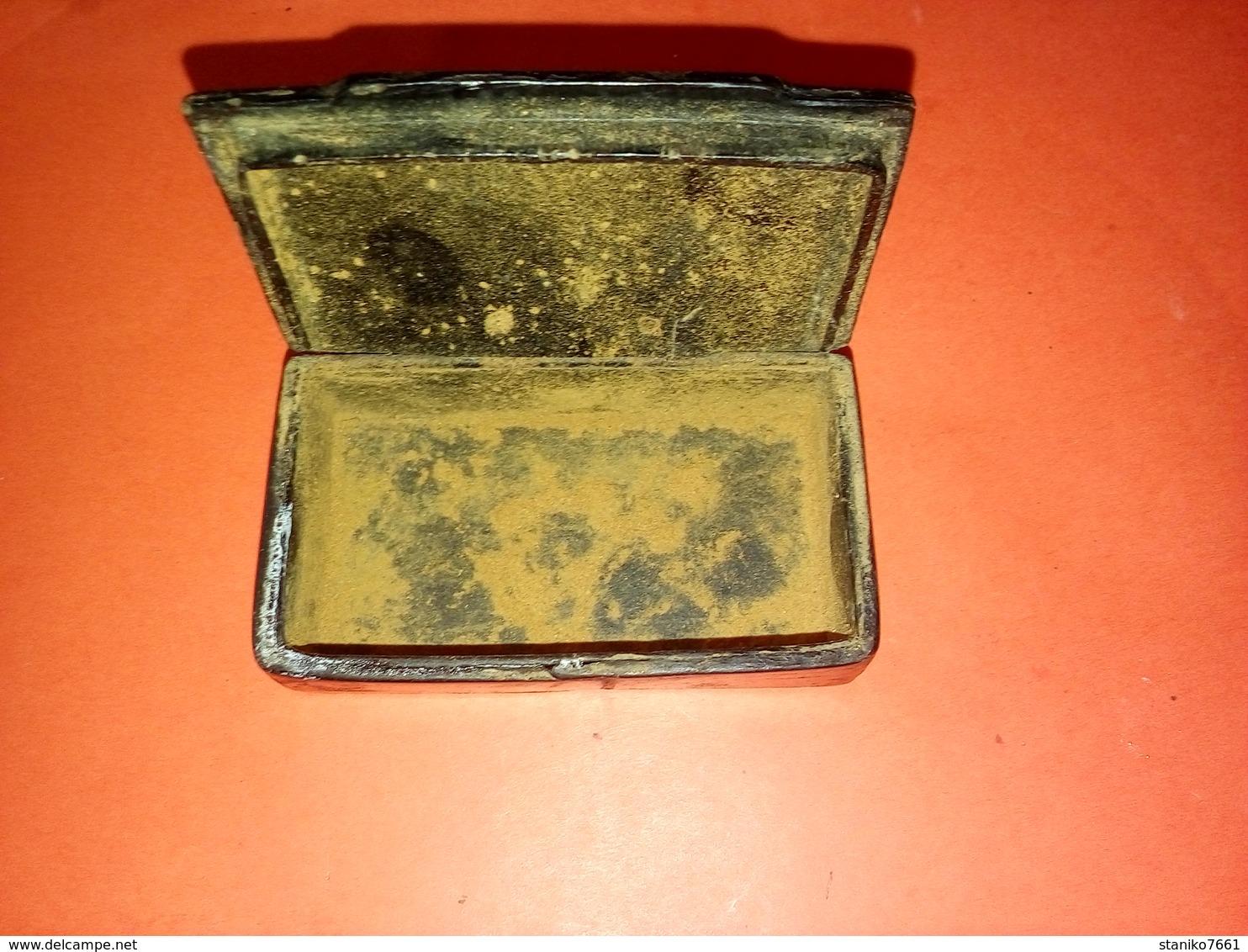 SUPERBE ANCIENNE BOITE A PRISER EN PAPIER MÂCHÉ  à Datée Et Identifiée Non Nettoyée - Boites à Tabac Vides