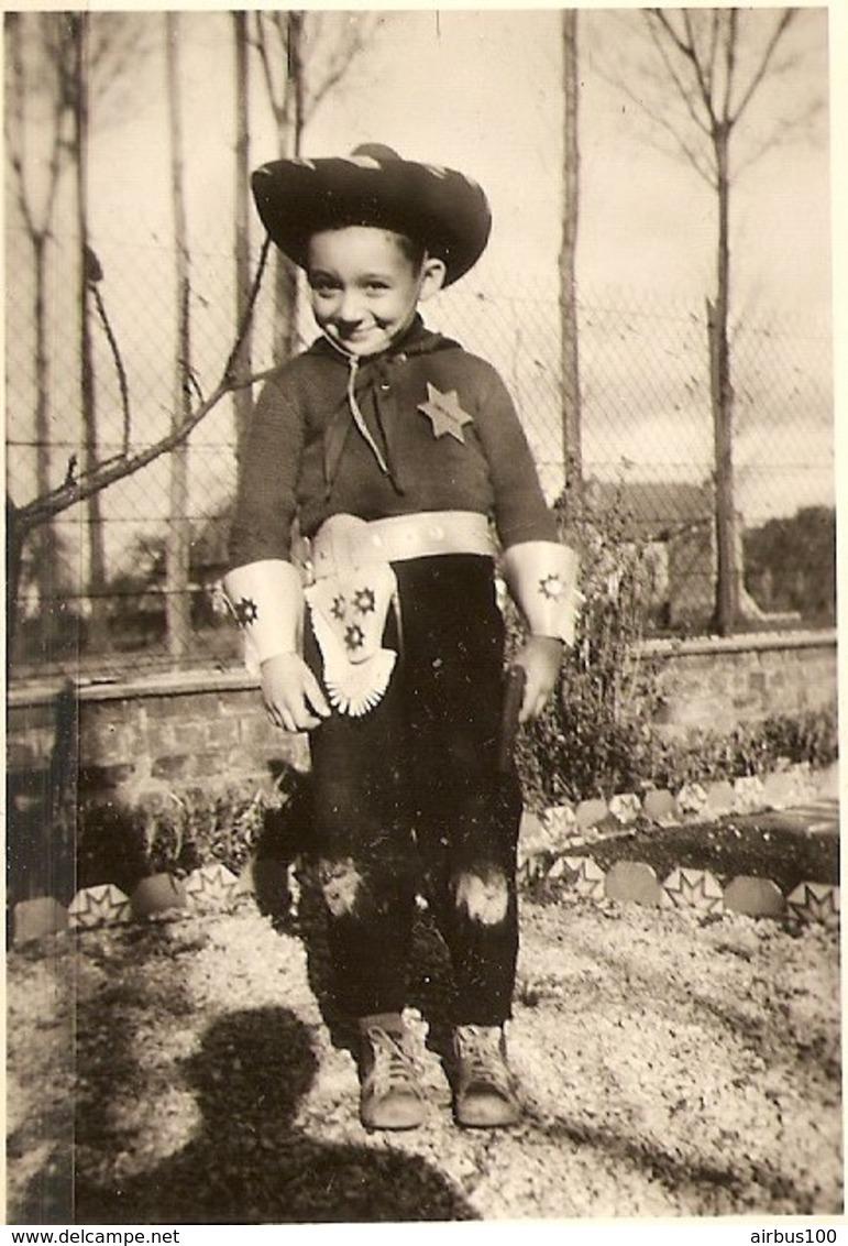 PHOTO ORIGINALE PETIT GARCON DÉGUISÉ EN SHERIF - ZOOM - Personnes Anonymes