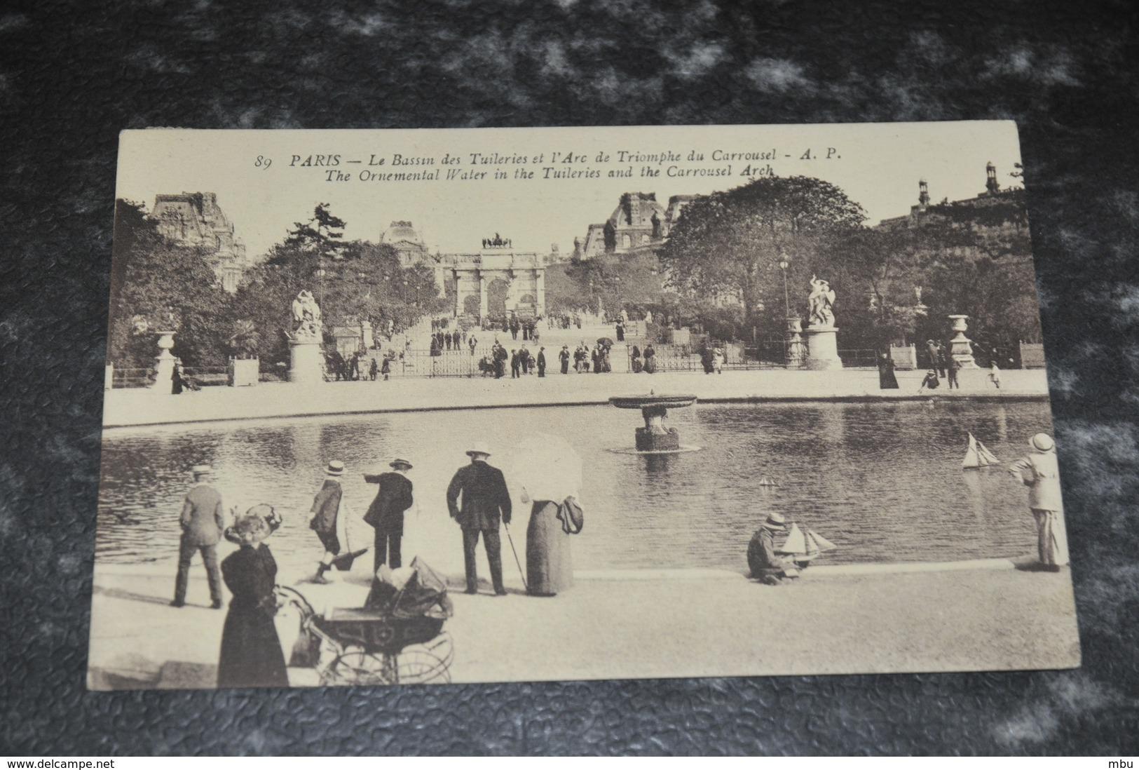 2526  Paris Le Bassin Des Tuileries Et L Arc De Triomphe Du Carroussel - Parcs, Jardins