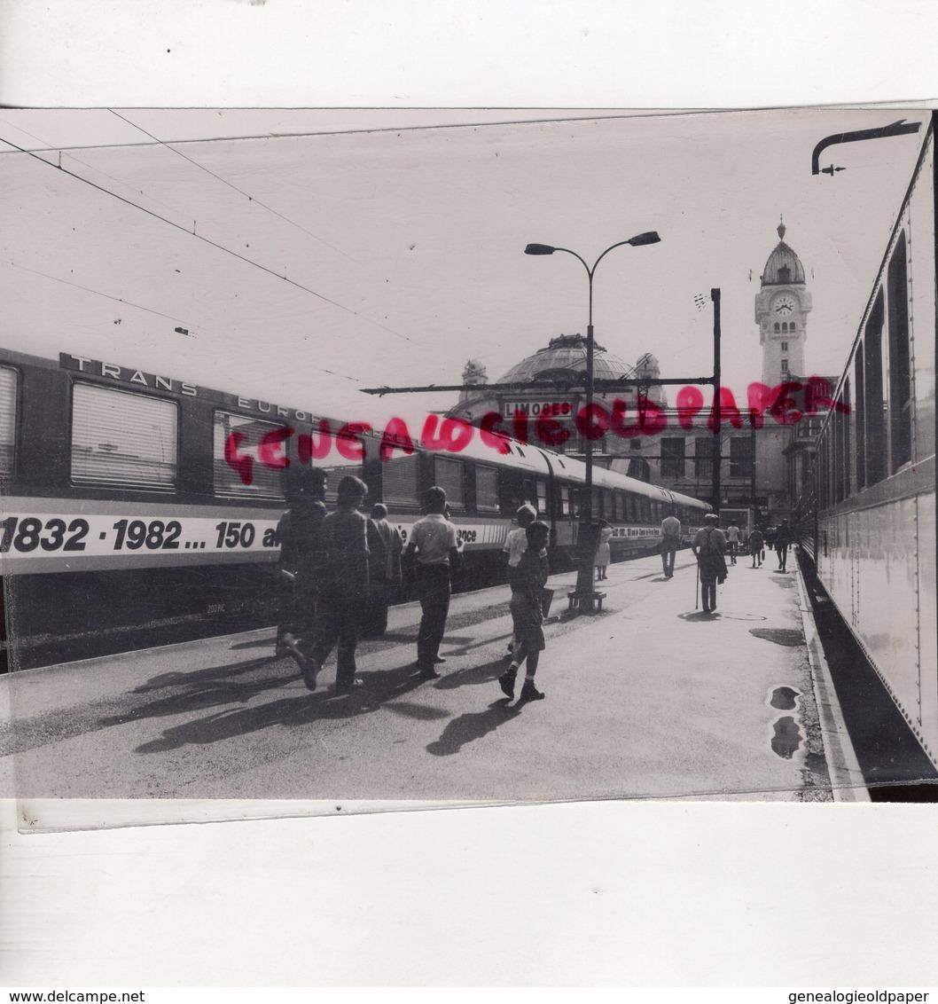 87- LIMOGES-  UNE HALTE EN GARE BENEDICTINS POUR 150 ANS D' HISTOIRE-RARE PHOTO CLAUDE LACAN- 1932-1982 - Célébrités