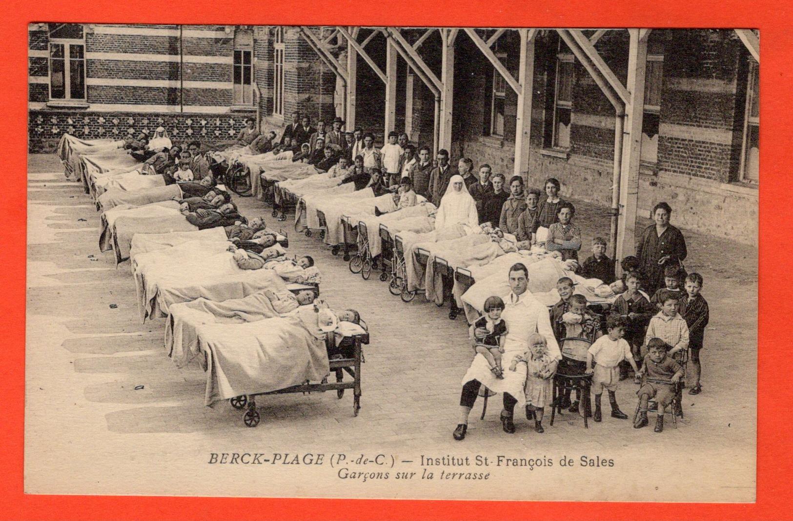 62 - BERCK-PLAGE - INSTITUT SAINT-FRANÇOIS DE SALES - GARÇONS SUR LA TERRASSE - Berck