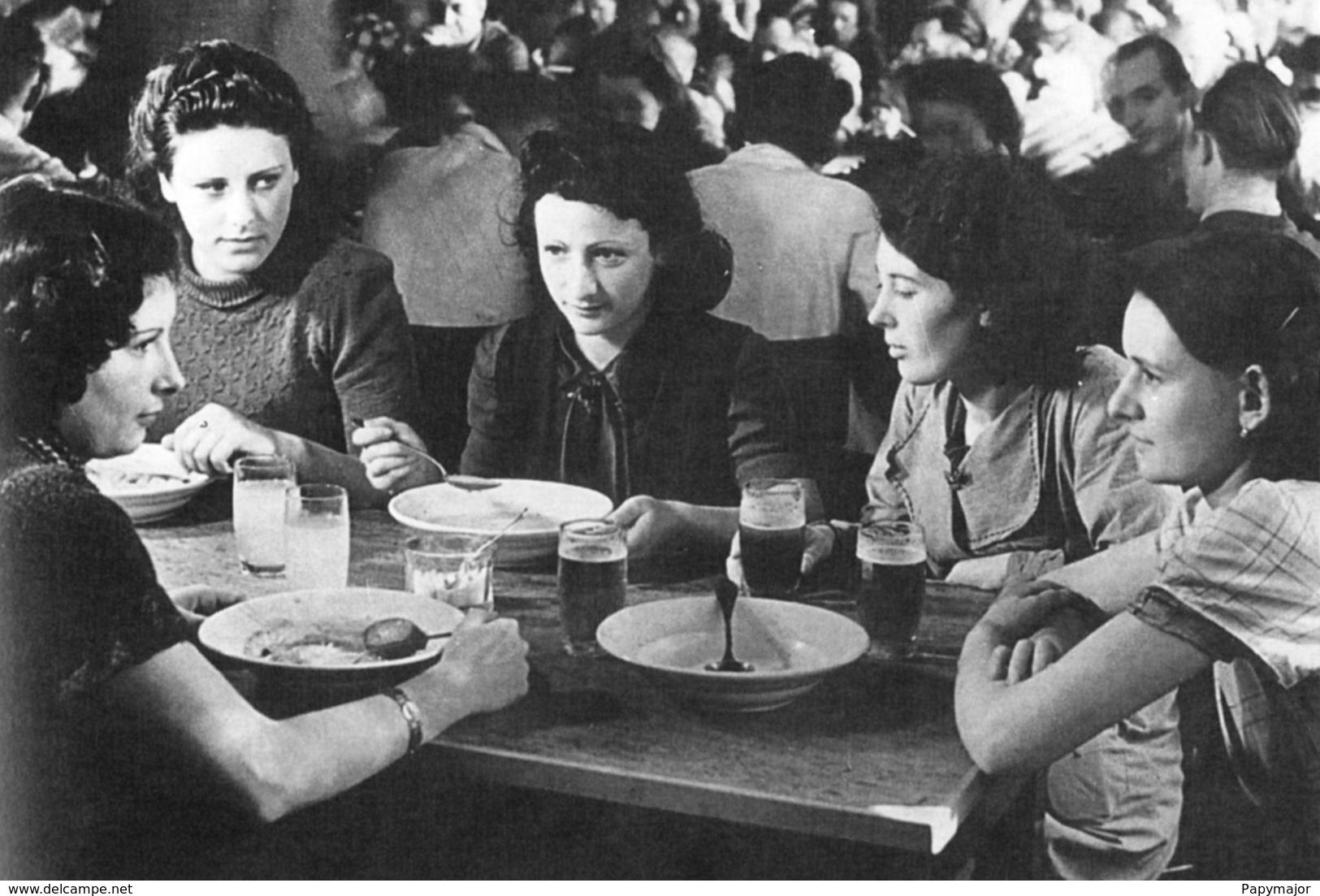 WW2 - Travailleuses Françaises à La Cantine De Leur Usine En Allemagne - 1939-45