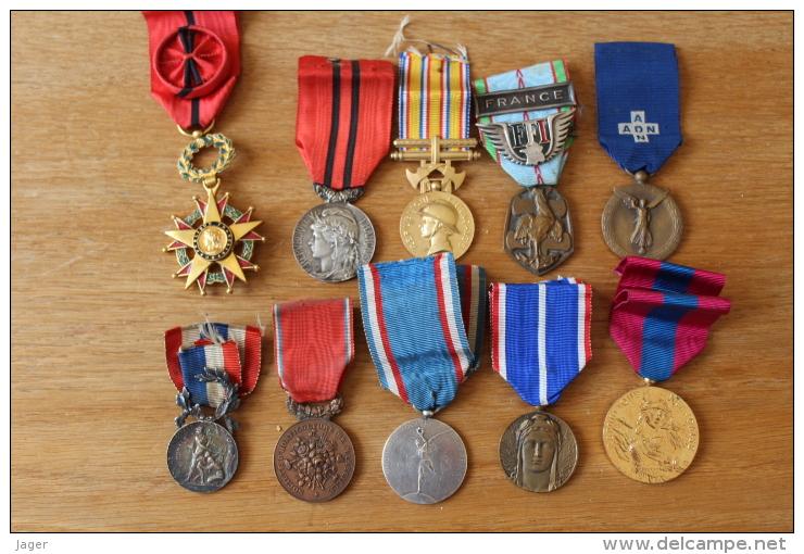 Lot De  Medailles A Identifier  Ancienens Dont WWII - Médailles & Décorations