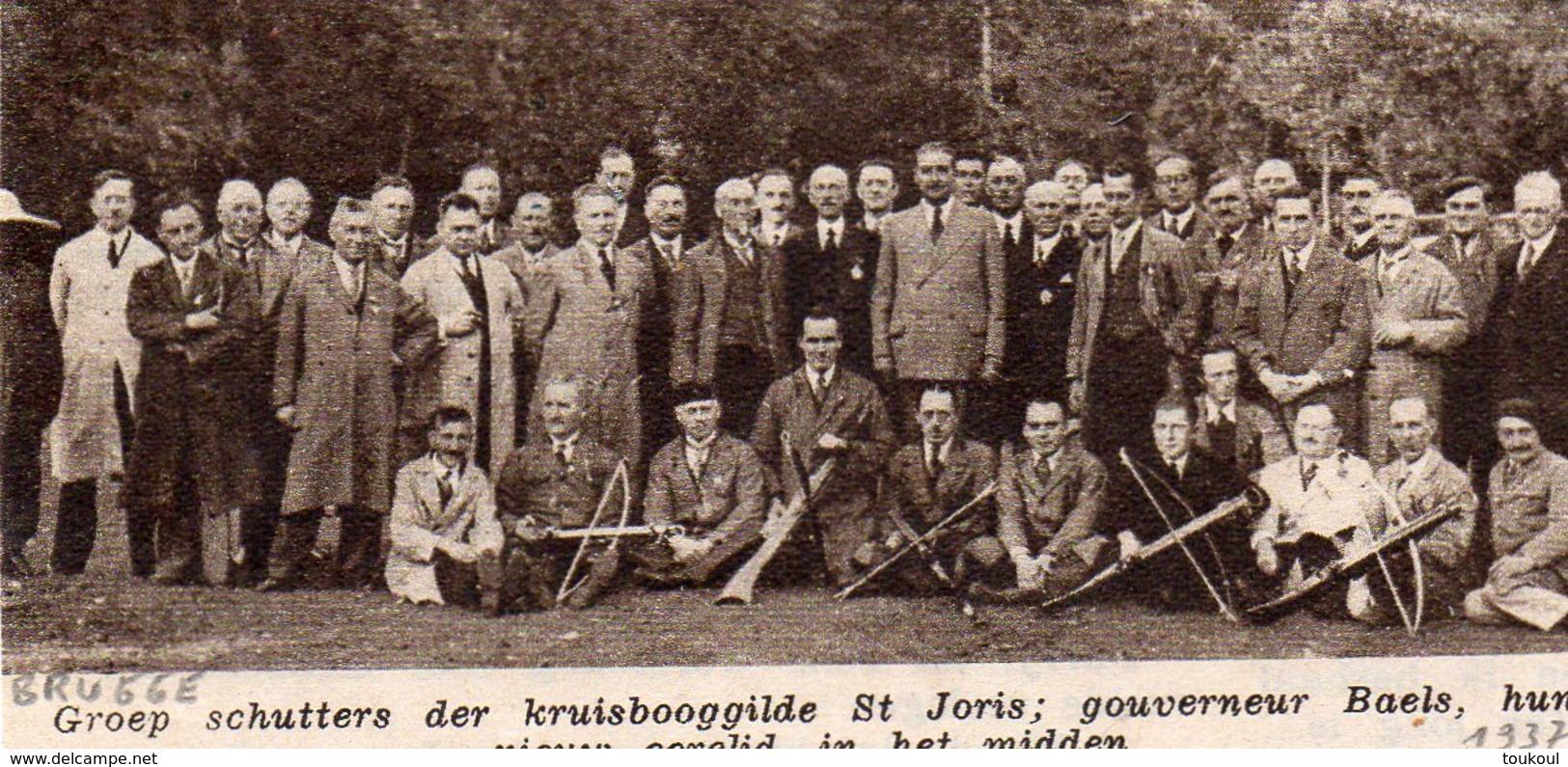 "Origineel Knipsel ( 1429 ) Uit Tijdschrift "" Ons Volk "" : Kruisbooggilde Tir à L' Arc Boogschieten Brugge Bruges 1937 - Tiro Con L'Arco"