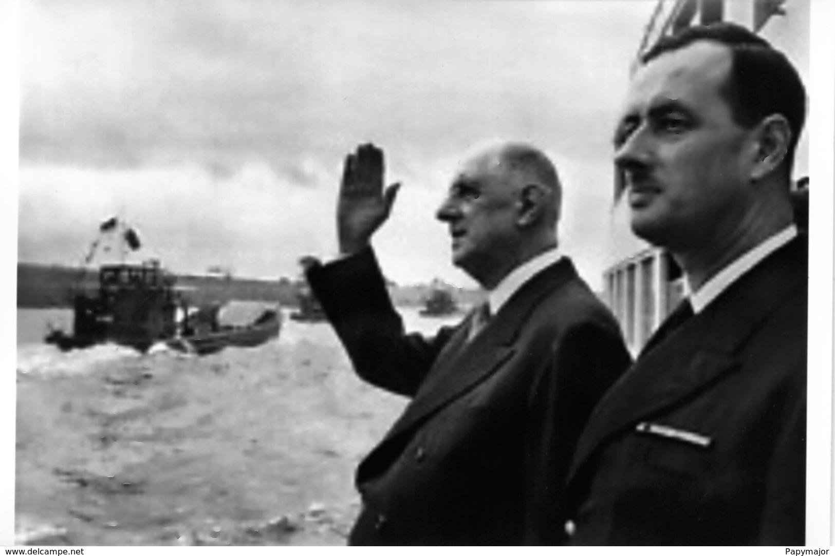 Le Général Charles De Gaulle Et L'Amiral Philippe De Gaulle - 1939-45