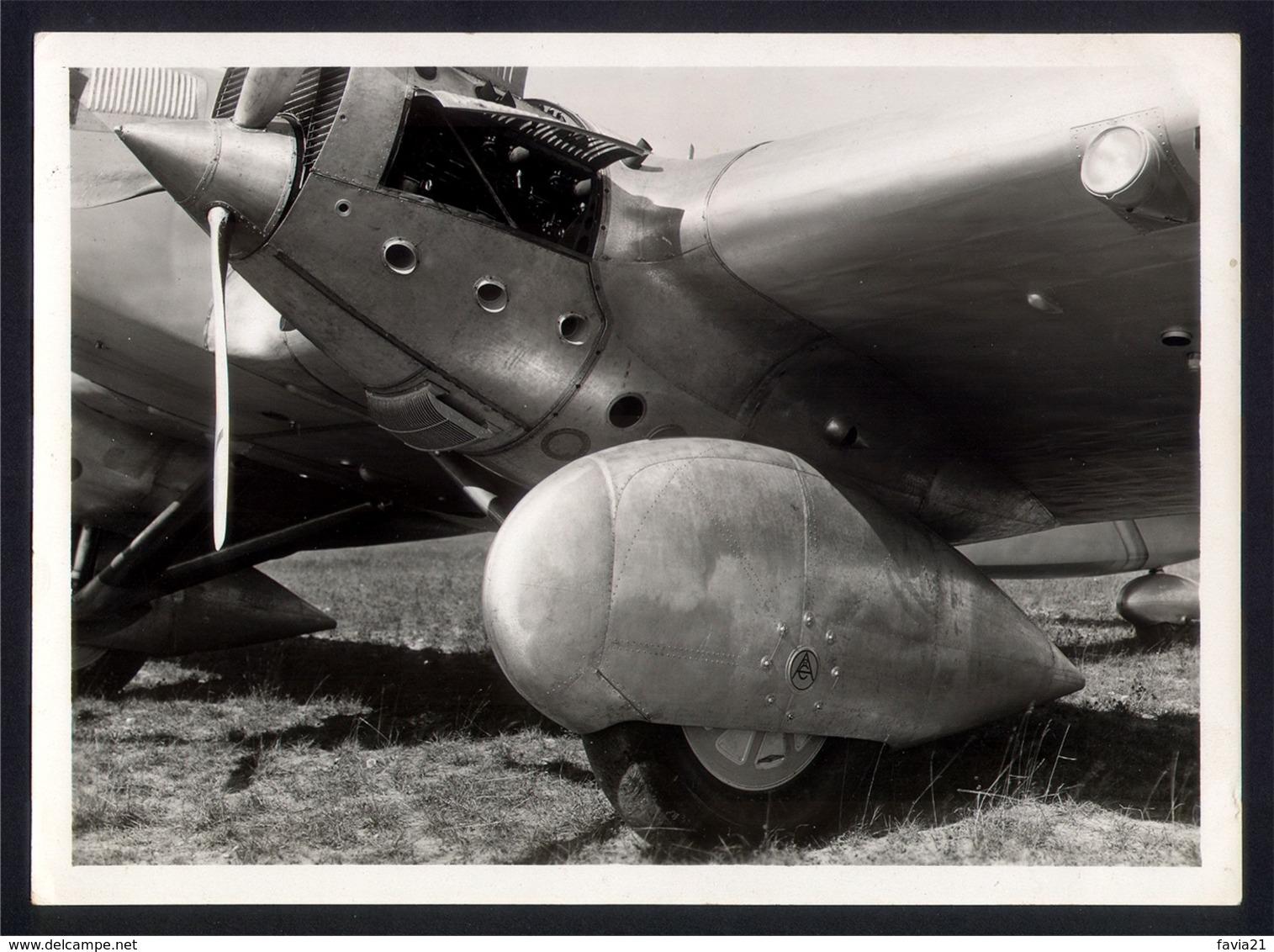 """PHOTO AVIATION 13x18 - COUZINET 70 """"Arc-en-Ciel"""" - Ligne MERMOZ - Gros Plan Train D'atterrissage Et Capot Moteur - Aviation"""