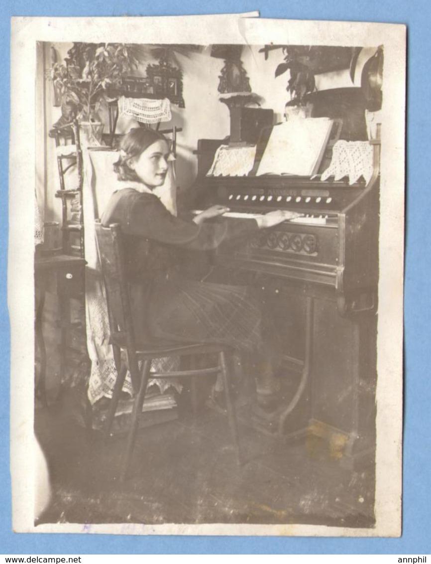 8352 Near The Musical Instrument Mannborg Harmonium Original Photo Size: 91x119 Mm - Music And Musicians