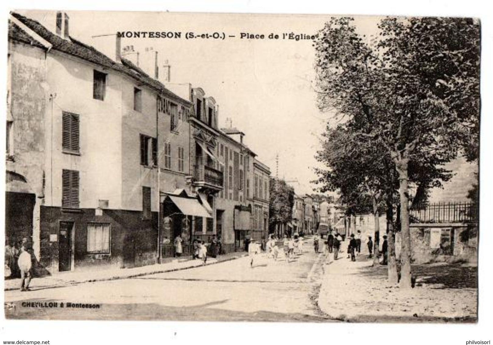 MONTESSON PLACE DE L EGLISE COMMERCES TRES ANIMEE - Autres Communes
