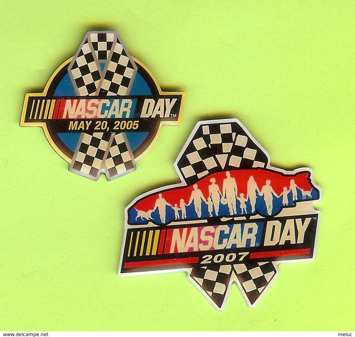 2 Pin's NASCAR Day Course Automobile - 3l23 - Ford