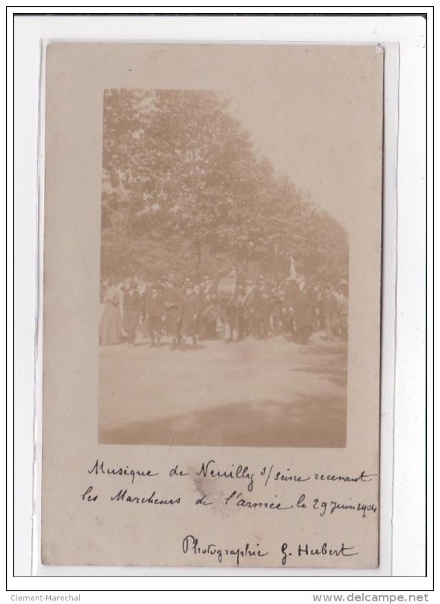 NEUILLY SUR SEINE : Carte Photo De La Fanfare (marcheurs De L'armée) En 1904 (passée) - Très Bon état - Neuilly Sur Seine