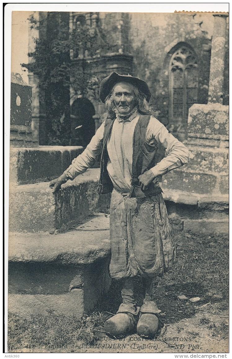 CPA 29 PLOMODIERN Coutumes Moeirs Et Costumes Bretons Vieillard De Plomodiern - Plomodiern