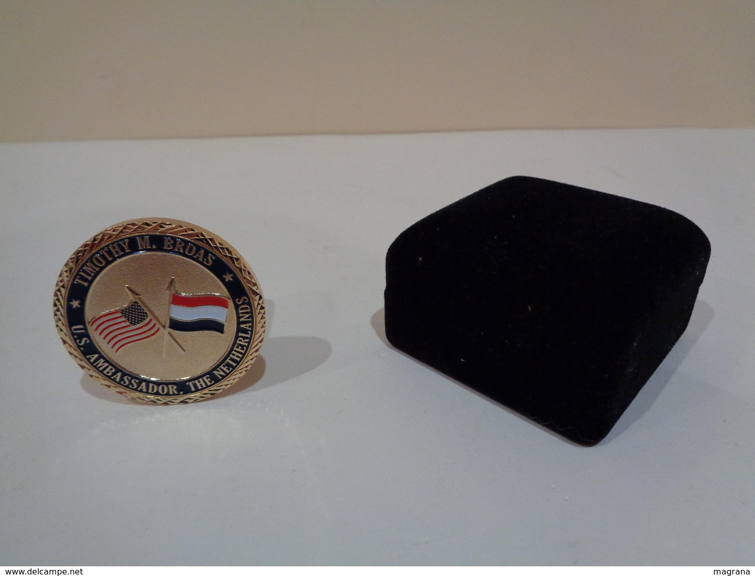 Medalla Con Estuche. Department Of State, United States Of America. Timothy M. Broas, U. S. Ambassador. The Nederlands. - Monarquía/ Nobleza