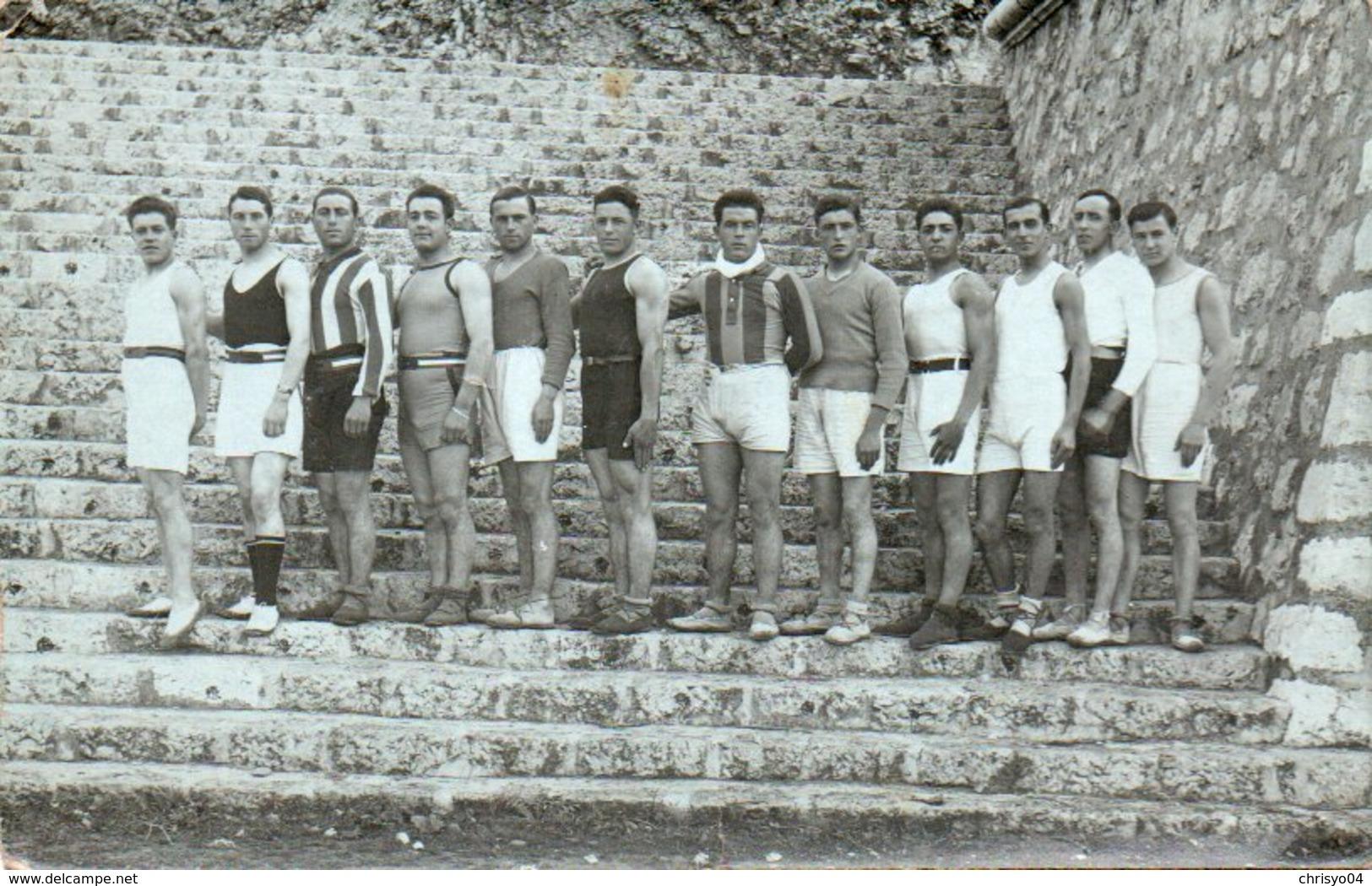 86Vin  Carte Photo Sport Sportifs Gymnastique Lieu Et Date Inconnus - Cartes Postales