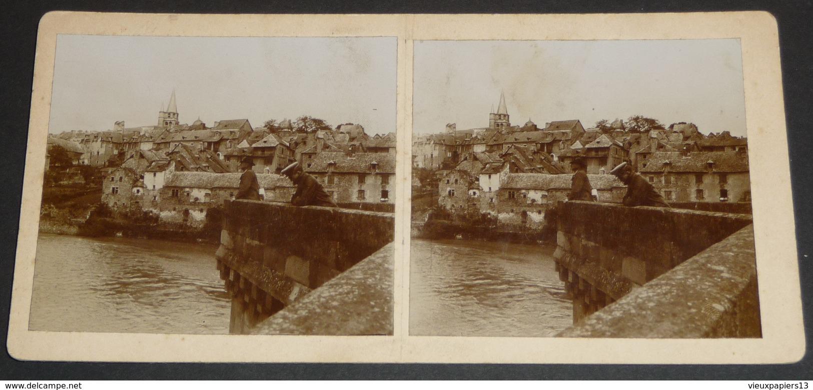 Photo Stereo XIXe Aveyron (12) Saint Come D'Olt Vue Prise Du Pont - Personnages - Photographie Stéréoscopique Sur Carton - Photos Stéréoscopiques