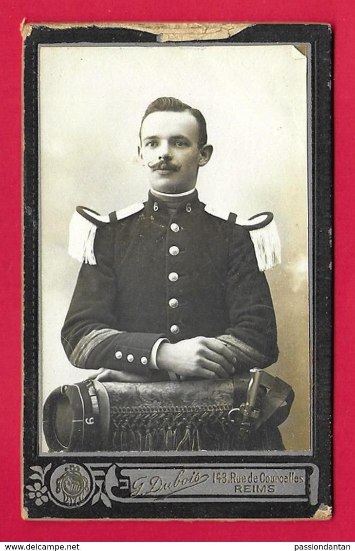 Photographie CDV - Studio Dubois à Reims - Portrait D'un Militaire - Insignes Régimentaires 6 Au Col - War, Military