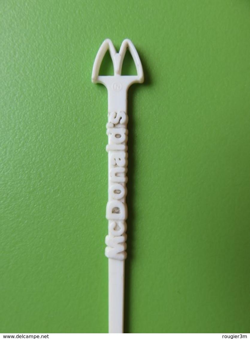 176 - Touilleur - Agitateur - Mélangeur à Boisson - Restaurant McDonald's - Swizzle Sticks