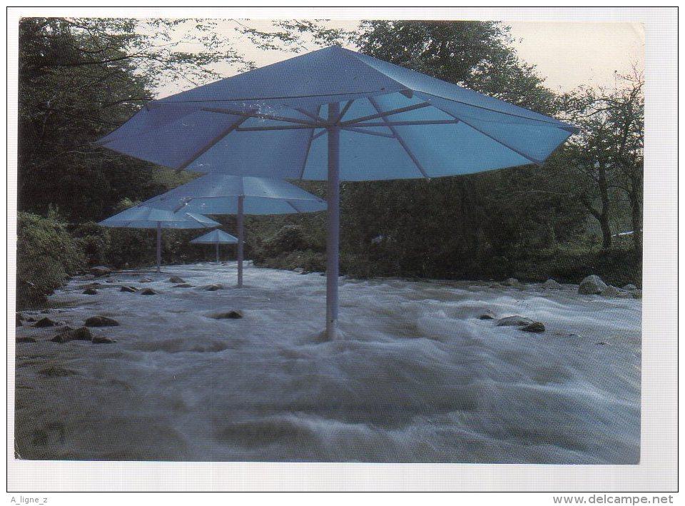 REF 332  :  CPM CHRISTO The Umbrellas Japan 1991 - Arts