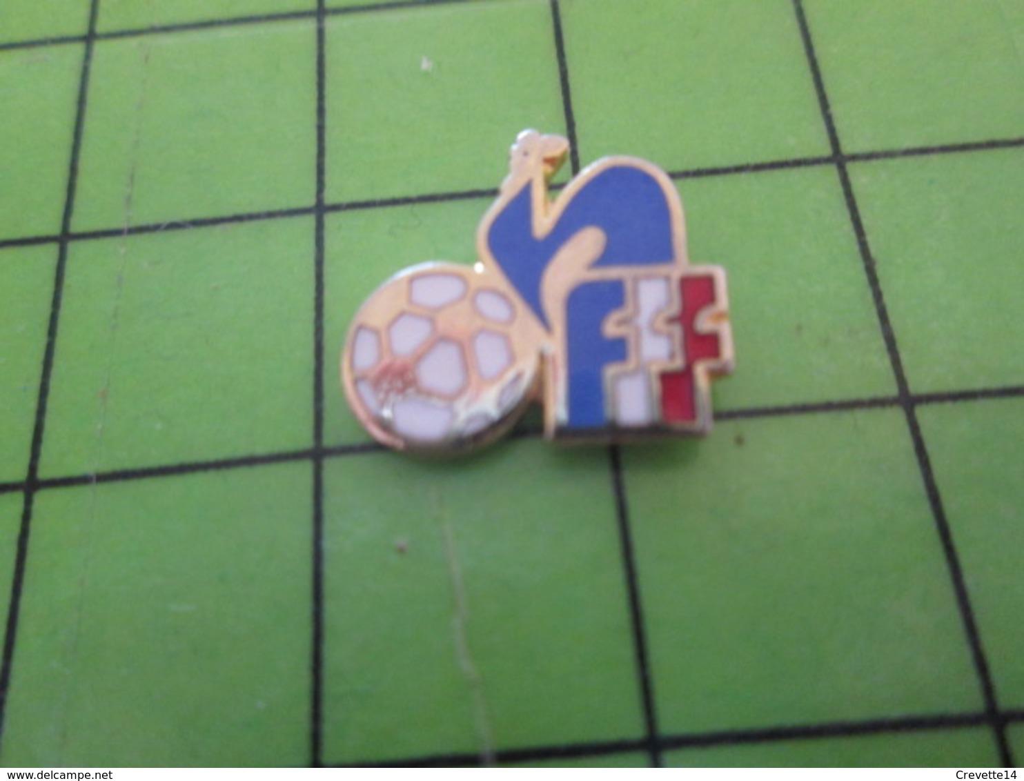 510a Pin's Pins / De Belle Qualité Et Rare / SPORTS / FOOTBALL FEDERATION FRANCAISE FFF COQ TRICOLORE - Football
