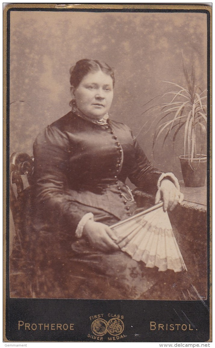 CDV PHOTO -  SEATED LADY WITH FAN. BRISTOL STUDIO - Photographs
