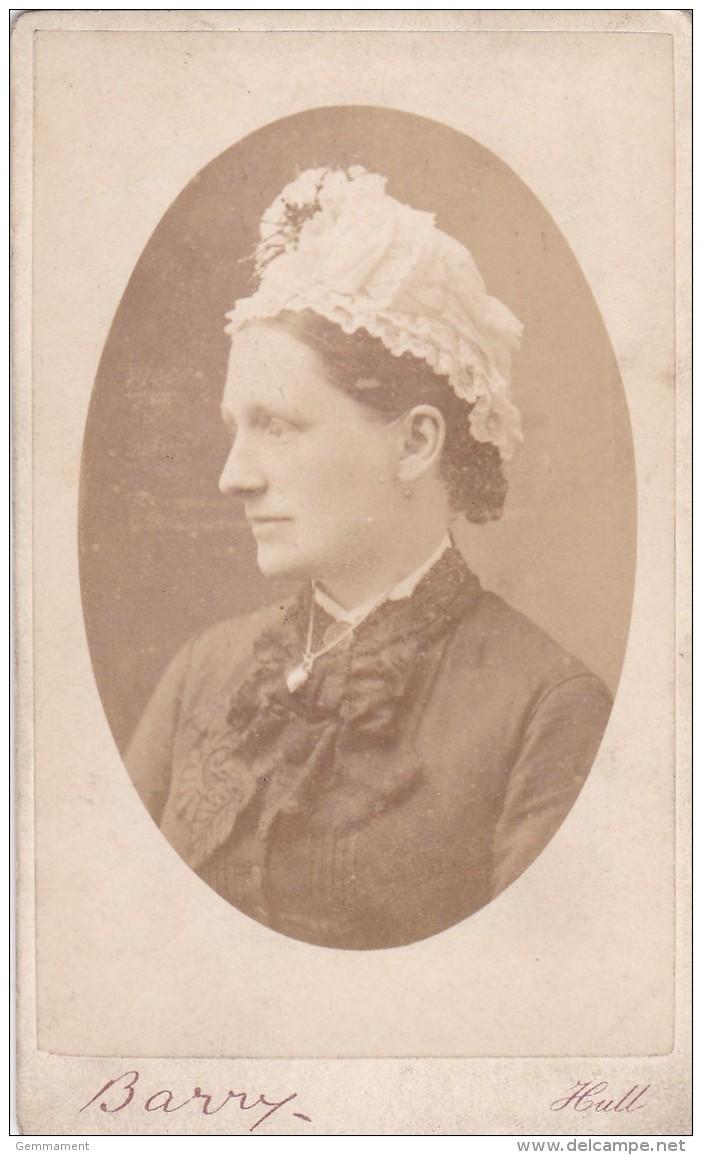 CDV PHOTO -  LADY WEARING HAT  .  HULL  STUDIO - Photographs